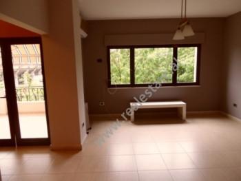 Apartament 2+1 me qera ne rrugen Faik Konica ne Tirane. Apartamenti ndodhet ne katin e 5-te te nje