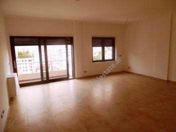 Apartament 3+1 me qera tek RING CENTER ne Tirane. Zyra ndodhet ne katin e 6-te te nje pallati te ri