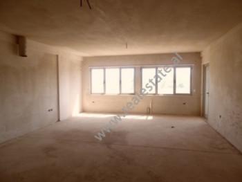 Apartament 3+1 per zyre me qera prane Kopshtit Botanik ne Tirane. Apartamenti ndodhet ne katin e 2-