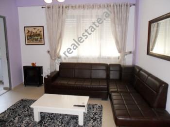 Apartament me qera ne rrugen e Kosovareve ne Tirane.  Ndodhet ne katin e 2-te ne nje pallat te ri,