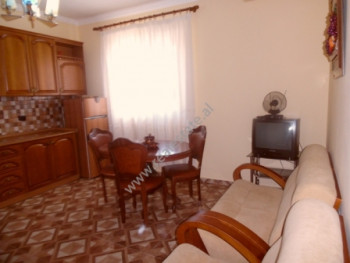 Apartament 2+1 me qera ne rrugen Besim Fuga ne Tirane. Apartamenti ndodhet ne katin e dyte te vile