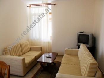 Apartament me qera ne rrugen Maliq Muco ne Tirane. Ndodhet ne katin e 6-te ne nje pallat te ri pran