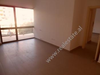 Apartament me qera per zyre ne rrugen Tafaj ne Tirane. Apartamenti ndodhet ne katin e dyte te nja p