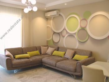 Apartament 2 + 1 me qera ne rrugen Dervish Hima ne Tirane. Pozicionohet ne katet e larta ne nje pal