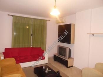Apartament 1+1 me qera ne rrugen Haxhi Hysen Dalliu ne Tirane. Apartamenti ndodhet ne katin e 4-te