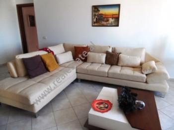 Apartament 3+1 me qera prane shkolles Emin Duraku ne Tirane. Apartamenti ndodhet ne katin e 7-te te