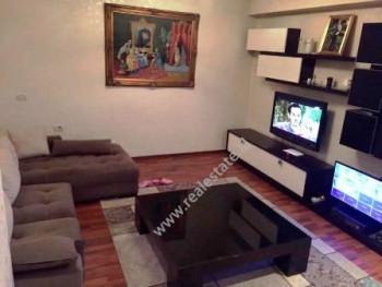 Apartament 2+1 me qera afer rruges Ibrahim Rugova ne Tirane.  Apartamenti ndodhet ne katin e dyte