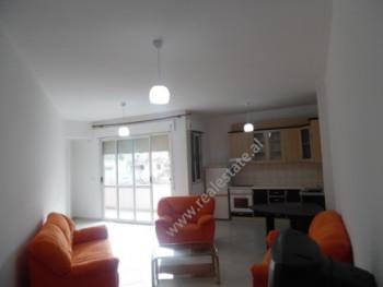 Apartament 2+1 me qera ne rrugen Selite e Vjeter ne Tirane. Apartamenti ndodhet ne katin e 4-te te
