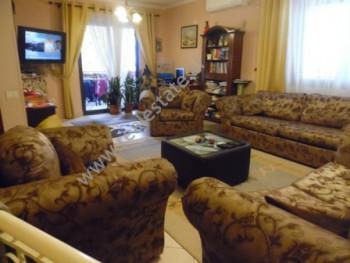 Apartament 3+1 me qera ne rrugen Myslym Shyri ne Tirane. Apartamenti ndodhet ne katin e shtate te n