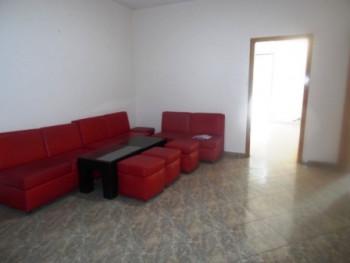 Apartament per zyra me qera ne rrugen e Elbasanit ne Tirane. Apartamenti ndodhet ne katin e dyte ne