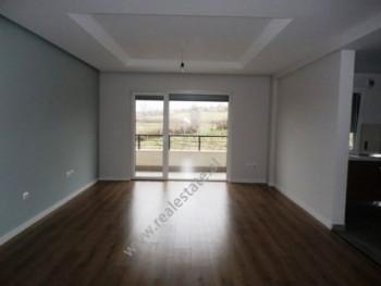 Apartament me qera ne rezidencen Sunrise ne Tirane. Apartamenti ndodhet ne katin e dyte &nbsp