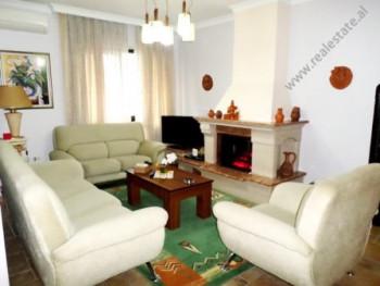 Apartament 2+1 me qera shume prane zones se Bllokut ne Tirane. Ndodhet ne katin e 9-te te nje palla