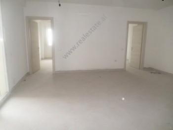 Apartament per zyra me qera ne afer qendres tregtare Ring ne Tirane. Apartamneti ndodhet ne katin e