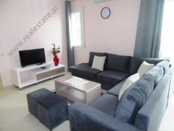 Apartament me qera ne fillimin e rruges Dritan Hoxha ne Tirane. Ndodhet ne katin e 5-te ne nje pall