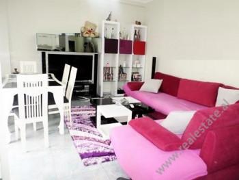 Apartament me qera ne rrugen Him Kolli ne Tirane. Ndodhet ne katin e 5-te te nje pallat te ri prane