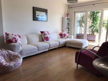Apartament modern me qera ne rrugen e Elbasanit ne Tirane. Ne nje nga pallatet me te mire te kesaj