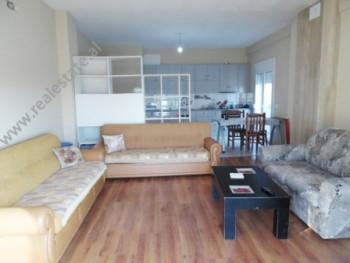 Apartament 3+1 me qera ne rrugen Oso Kuka ne Tirane Ndodhet ne katin e 2-te te nje vile 3-kateshe p