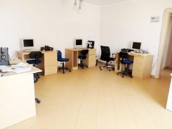 Office for rent in Ish Ekspozita area in Tirana. The office is situated on the second floor in a ne