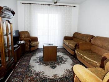 Apartament me qera ne rrugen Dritan Hoxha. Apartamenti ndodhet ne katin e nente te nje pallati te r