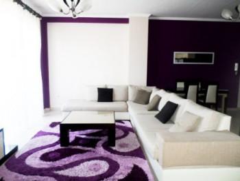 Apartament me qera ne rrugen Millosh Shutku ne Tirane. Apartamenti ndodhet ne katin e peste te nje