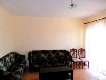 Apartment 1+1 me qera ne rrugen Mahmut Fortuzi prane qendres ne Tirane. Ambienti ndodhet ne katin e