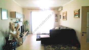Apartament 2+1 me qera ne rrugen Bardhok Biba ne Tirane. Banesa ndodhet ne katin e 9-te te nje pall