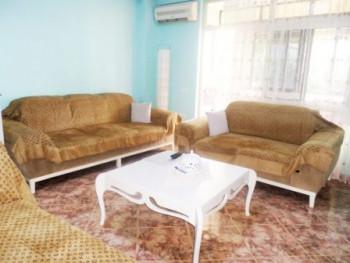 Apartament 2+1 me qera ne rrugen Haxhi Hysen Dalliu ne Tirane. Apartamenti ndodhet ne nje zone mjaf