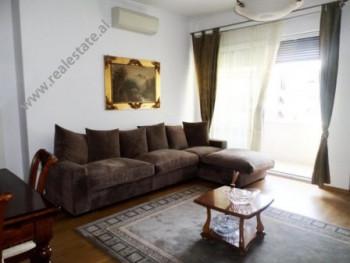 Apartament me qera prane rruges se Kavajes ne Tirane. Apartamenti ndodhet ne katin e trete te