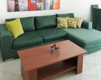 Apartament 2+1 me qera prane Shallvareve ne Tirane.  Apartamenti ndodhet ne katin ne trete te nje