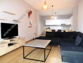 Apartament 2+1 me qera ne rrugen Bill Klinton ne Tirane  Ndodhet ne katin e 6-te te nje kompleksi