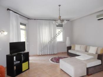Apartament me qera ne rrugen Beqir Luga ne Tirane. Apartamenti ndodhet ne katin e dyte te nje vile