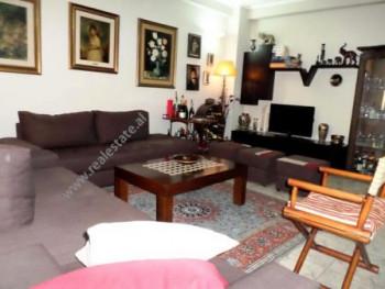 Apartament per shitje ne rrugen Don Bosko, Tirane. Apartamenti ndodhet ne katin e dyte te nje palla