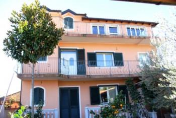 Three storey villa for sale in Maminas-Gjiri i Lalzit street. The villa is located in Manez village