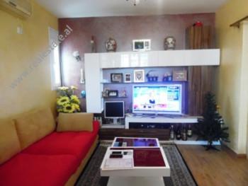 Apartament me qera ne rrugen Sander Prosi, prane Mozaikut te Tiranes. Apartamenti ndodhet ne katin