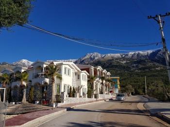 Hotel luksoz per shitje ne nje nder plazhet me te bukura te Shqiperise, ne Drimadhe. Vetem 100 m lar