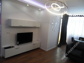 Apartament me qera ne rrugen Prokop Mima ne Tirane. Apartamenti ndodhet ne katin e nente te nje pal