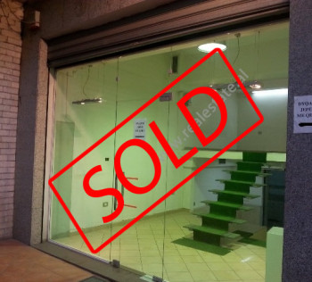 Store space for sale in Elbasani Street in Tirana. The shop is situated on the first floor of an ex