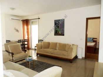 Apartament 2+1 ne rrugen Reshit Collaku ne Tirane. Apartamenti ndodhet ne katin e katert te nje pal
