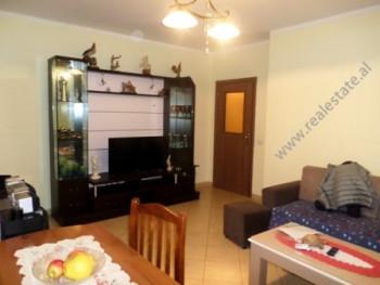 Apartament per shitje ne rrugen 5 Maji ne Tirane. Apartamenti ndodhet ne katin e katert te nje pall