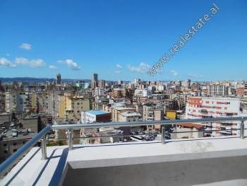 Apartament 3+1 per shitje ne rrugen Zonja Curre ne Tirane. Ndodhet ne katin e 11-te dhe te fu
