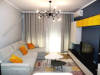 Apartament 1+1 me qera prane Ring Center ne Tirane. Ndodhet ne katin e 3-te ne nje pallat te ri pra