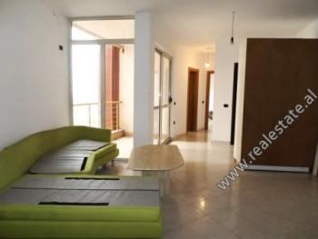 Apartament 1+1 per shitje ne rrugen Teodor Keko ne Tirane.  Pozicionohet ne katin e 4-te te nje pa