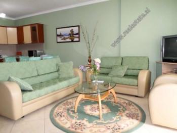 Apartament 1+1 me qera ne rrugen Siri Kodra ne Tirane. Ndodhet ne katin e 4-te te nje pallati te ri