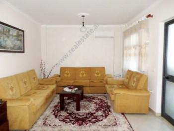 Apartament 2+1 per shitje ne kompleksin Garden City ne Tirane. Apartament ndodhet ne katin e pare t
