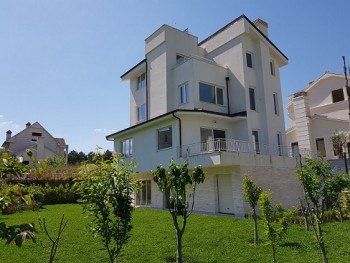 Villa for rent in a residential compound close to TEG, in Lunder.