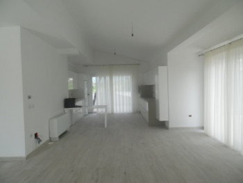 Three bedroom apartment for rent in Lunder area in Tirana. The apartment is situated in the fourth