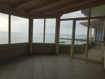Apartament per shitje ne zonen e Kalase ne Vlore. Pamje e mrekullueshme nga deti dhe me plazhin shu