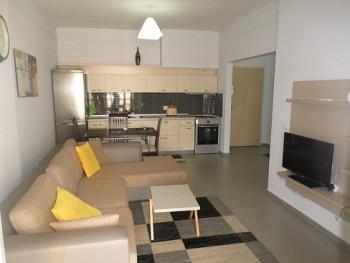 Apartament 1+1 me qera prane rruges Myslym Shyri, ne rrugen Mujo Ulqinaku ne Tirane.  Pozicionohet