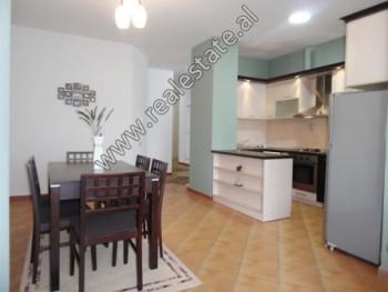 Apartament 2+1 me qera ne fillim te rruges Pjeter Budi ne Tirane. Ndodhet ne katin e 2-te nje palla