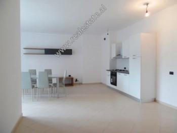 Apartament 2+1 me qera shume prane Liqenit Artificial ne Tirane.  Ndodhet ne katin e 2-te te nje p